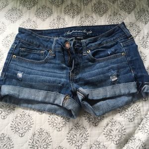 AEO medium wash stretch jean shorts